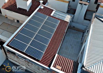 Detalhes: Cidade: Porto Alegre Bairro: Sarandi Estado: RS Tipo de Cliente: Residencial Capacidade de Geração Mensal Média: 551 kWh/mês Área de Ocupação: 28 m² Potência Instalada: 4,69 kWp Marca dos Módulos Fotovoltaicos: GCL Quantidade de Módulos Fotovoltaicos: 14 Tecnologia dos Módulos Fotovoltaicos: Silício Policristalino Marca do(s) Inversor(es): WEG Quantidade de Inversores: 1 Tipo de Telhado: Cerâmico Concessionária: CEEE